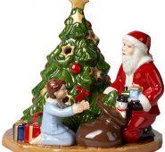 סנטה עם עץ.